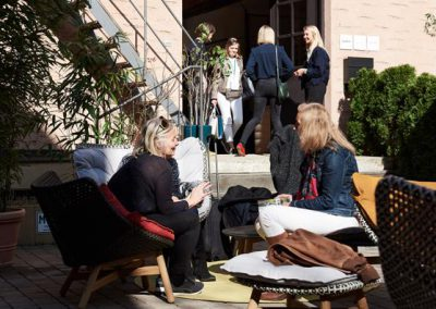 Summer Feeling vor dem Showroom von Kvadrat/Sahco