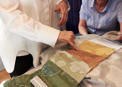 Textilbeschau im Showroom von Kvadrat