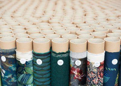 Mit Stoffrollen visualisiert Designer Pascal Walter die neuen Textiltrends